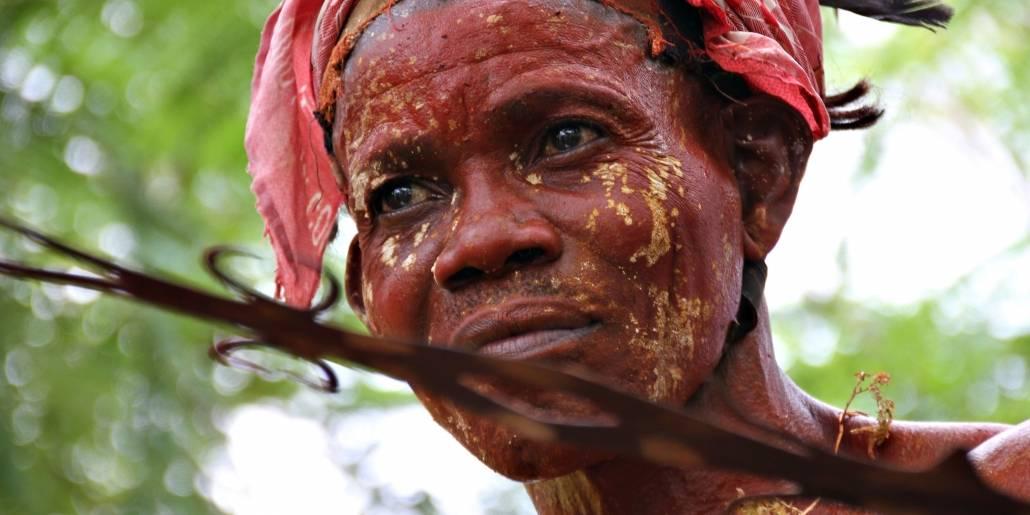 Riki Ikimo fra Lokuku i DR Congo deltager på urfolkfestival i mars 2015. Foto: Brita Ingebrigtsen/Regnskogfondet