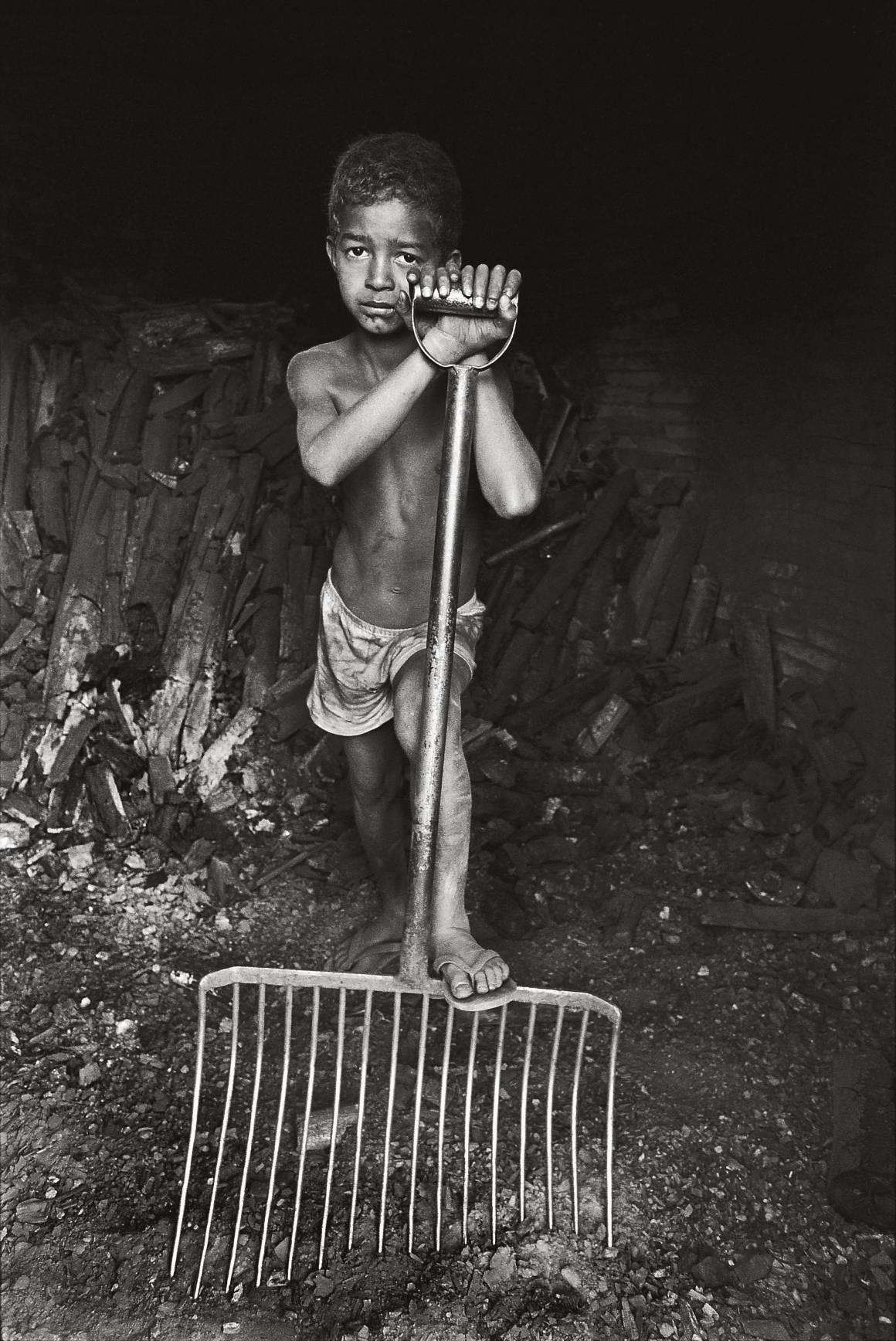 Derer 152 millioner børnearbejdere i verden i dag, og omkring40 millioner mennesker lever i moderne slaveri.1 ud af4 ofre for moderne slaveri er et barn. Foto: ILO/M.Crozet.