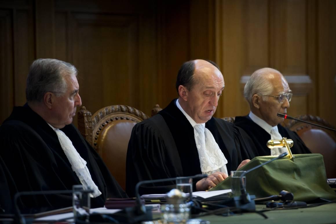 Præsidenten for ICJ Peter Tomka åbner domstolens høring i en sagmellem Nicaragua og Colombia i 2012. Foto: UN Photo/Frank van Beek