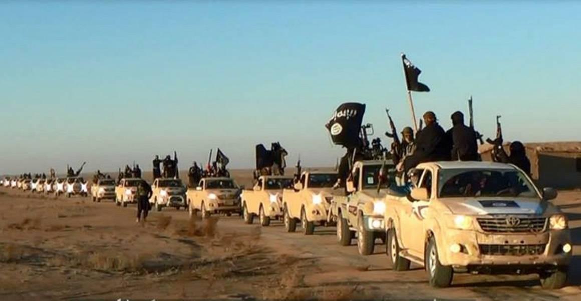 En bil-konvoi med soldater fra Den islamske staten (IS) i Anbar-provinsen vest i Irak, 2014. Foto: NTB Scanpix/AP foto via militant webside (7.januar, 2014).