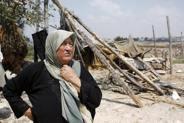 Aleye Al-Dor fortæller om klyngebomberne, som ramte 10 meter fra hendes hus