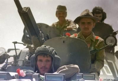Sovjetiske soldater trækker sig ud af Afghanistan i maj 1988