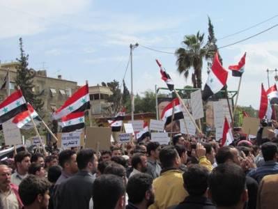 Demonstrationerne i Syrien begyndte som fredelige protester, men udviklede sig til en væbnet konflikt
