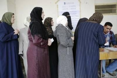 Irakiske kvinder står i kø for at stemme