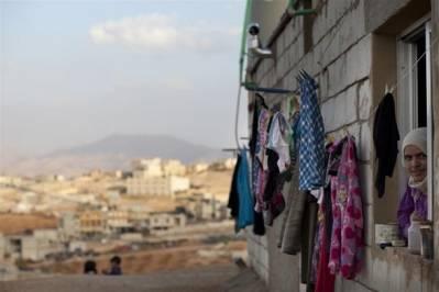 Syrisk kvinde i nybygget hus for flygtninge