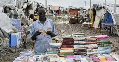 Sydsudaner, der sælger bøger