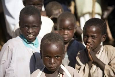 Børn i flygtningelejr i december 2009