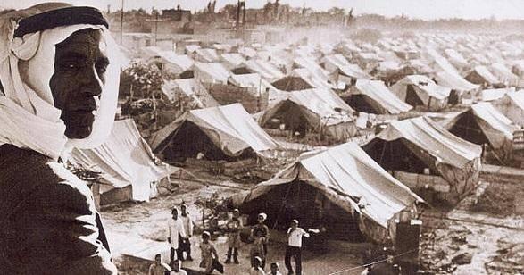 I 1948 flygtede palæstinenserne primært til Gaza, Vestbredden og Jordan samt Libanon og Syrien. Flygtningelejre som på dette billede fra 1948 blev oprettet. Omkring 5 millioner palæstinensere er flygtninge selv i dag, svarende til ca. halvdelen af det palæstinensiske folk