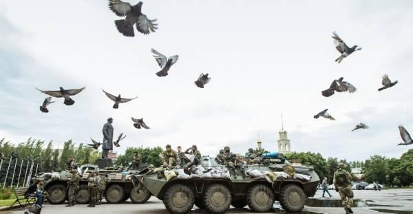 Her er ukrainske stridsvognestationeretsom en del afenmilitæroperation mod de prorussiske oprørere i Øst-Ukraine, 8. juli 2014.Foto: Flickr/CC BY-NC 2.0/Sasha Maksymenko.
