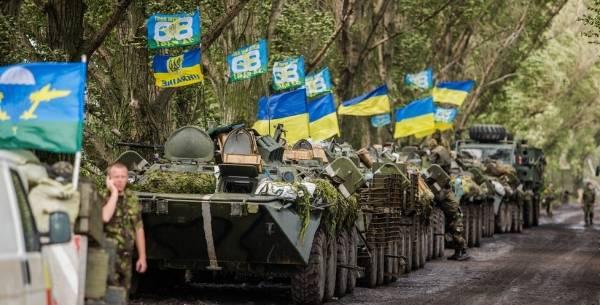 Her kører ukrainske stridsvogneunder en militæroperation mod de prorussiske oprørere i Øst-Ukraine, 8. juli 2014.Foto: Flickr/CC BY-NC 2.0/Sasha Maksymenko.