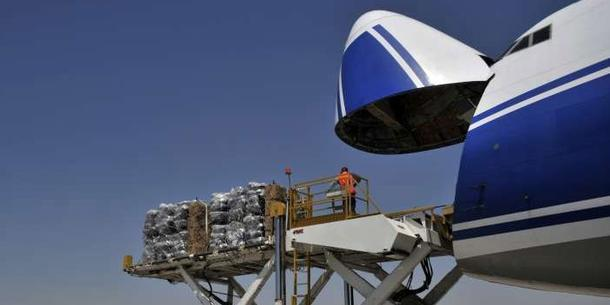 UNHCR laster nødhjælp på et fly som skal til Erbil